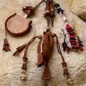 Pásztorkészség, Férfiaknak, Hagyományőrző ajándékok, Pásztorkészség, mely tartalmaz 1 tűzcsiholó acélt, 1 taplótartó erszényt, 1 bicskatokot és egy tükrö..., Meska