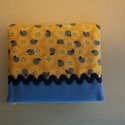 Mini neszesszer (tampontár), Táska, Neszesszer, Pénztárca, tok, tárca, Sárga alapon mintás és kék pamutvászonból készült ez a mini neszesszer, mely tampontárnak a..., Meska