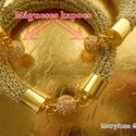 """""""Ragyogj"""" aranyszínű karkötő, Ékszer, óra, Karkötő, Ékszerkészítés, Aranyszínű szállal horgolt, apró kövekkel díszített és mágneses kapoccsal záródó karkötő.  Műkörmöd..., Meska"""