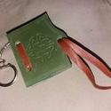 Könyv alakú notesz kulcstartó, Ékszer, Mindenmás, Kulcstartó, Bőrművesség, Rejtsd el benne titkaidat, vagy családod tagjait! Poncolt kelta mintájú, könyv alakú kulcstartó  Cs..., Meska