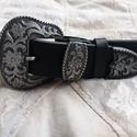 Veretes díszítésű fekete öv csodás csattal, Ruha, divat, cipő, Öv, Kiváló minőségű 4 mm vastag 4 cm széles feketemarhabőr öv, dekoratív csattal.  , Meska
