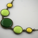 Marsh Marigold - zöld-sárga tűzzománc nyaklánc, Ékszer, Nyaklánc, A tavaszi gólyahír ihlette ennek a három kör alakú elemből álló tűzzománc nyakláncnak a s..., Meska