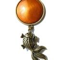 Te mit kívánnál? - aranyszínű tűzzománc nyaklánc halacska függővel, Ékszer, óra, Nyaklánc, Ékszerkészítés, Tűzzománc, Te mit kívánnál, ha kifognád az aranyhalat?   A kerek, borostyán-aranysárgán fénylő tűzzománc medál..., Meska