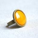 Okker sárga kerek tűzzománc gyűrű, Ékszer, Gyűrű, Ez az okkersárga (mustársárga) tűzzománc köves gyűrű az ősz elengedhetetlen tartozéka, minden öltöze..., Meska