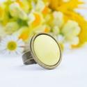 Kanári sárga kerek tűzzománc gyűrű, Ékszer, Gyűrű, Tűzzománc betéttel készült ez a kerek gyűrű, kanári sárga színben: a citromsárgánál egy kicsit kevés..., Meska