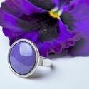 Ibolya lila kerek tűzzománc gyűrű, Ékszer, Gyűrű, Az ibolya selymes szirmait idézi ez a kerek tűzzománc betétes gyűrű, antik ezüst színű foglalatban. ..., Meska