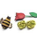 Tavaszi Zsongás-csomag-valódi bőrből, Ékszer, Bross, kitűző, Fülbevaló, Bőrművesség, Ékszerkészítés, Egy egyszeri kis csomag valódi bőrből a tavasz jegyében.  Egy méhecske kitűző, egy tulipán könyvjel..., Meska