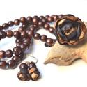 Arabica-hosszú nyaklánc valódi bőrrel és fával-ajándék fülbevalóval, Ékszer, Nyaklánc, Egy különleges és egyedi nyaklánc, melynek medálja egy valódi bőrből készült, a láncot pe..., Meska