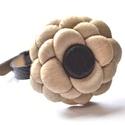 Beige dahlia-karkötő valódi bőrből-akció, Ékszer, Karkötő, Különleges karkötő  melynek a virág része valódi bőrből, a karkötő része textilbőrből  készült, egye..., Meska
