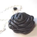 Solid black rose-virágos nyaklánc valódi bőrből , Ékszer, Nyaklánc, Medál, Egyedi és extra rózsa fekete valódi bőrből, aprólékos munkával. Ezüstszínű lánccal küld..., Meska