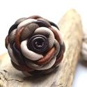 Csokiforgatag virág-gyűrű valódi bőrből, Ékszer, Gyűrű, Egy bájos bőrvirág az édesszájúaknak. Fehércsoki, tejcsoki, étcsoki színekkel. A virágokat egyéni te..., Meska