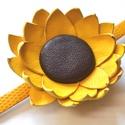 NapraforgÓra-karkötő valódi bőrből, Ékszer, Karkötő, Különleges karkötő  melynek a virág része valódi bőrből, a karkötő része textilbőrből  készült, egye..., Meska