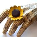 Napraforgó-gyűrű valódi bőrből, Ékszer, Gyűrű, Valódi bőr napraforgó gyűrű.  Felhasznált anyagok: -sárga barna bőr -gyűrűalap  Méretek: -virág: kb ..., Meska