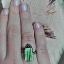 Green shine, Ékszer, Gyűrű, Gyöngyházfényű olívazöld kagylóval készült, bronz alapos szépség <3 Átmérő kb 19 mm,de..., Meska