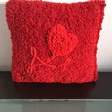 Piros, horgolt párna., Otthon & lakás, Lakberendezés, Lakástextil, Párna, Hímzés, Horgolás, Mérete : 29x 30 cm.  Színe : piros, díszítése piros szív virág.  A virág zsenília fonalból van a pá..., Meska