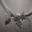 Menyasszonyi nyaklánc,ékszer,selyem zsinórral,Swarovski virágokkal, Ékszer, óra, Esküvő, Nyaklánc, Esküvői ékszer, A medál rész Swarovski kristály virágokból készült. A pánt 3 szál selyem zsinór. Fehér me..., Meska