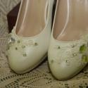 Menyasszonyi platform cipő,egyedi díszítéssel,krém 37-es, Esküvő, Ruha, divat, cipő, Cipő, cipőklipsz, Cipő, papucs, Gyöngyfűzés, Varrás, Platformos menyasszonyi cipő,csipke,gyöngy és kristály díszítéssel. Nagyon különleges,garantáltan e..., Meska
