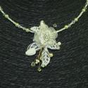 Menyasszonyi nyaklánc,ékszer krém virágos,gyöngyös, Ékszer, Esküvő, Nyaklánc, Esküvői ékszer, Fűzött lánc alapon textil virágos,gyöngyös díszítés. Igazi romantikus darab.   Krém  Mére..., Meska