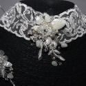 Menyasszonyi nyaklánc,ékszer széles csipke,krém+karkötő szett, Ékszer, Esküvő, Nyaklánc, Esküvői ékszer, A széles csipke alapra gyöngyös,kristályos díszítés került kissé oldalt aszimmetrikusan.Karkötővel. ..., Meska