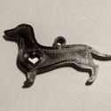 Tacskós kulcstartó, Táska & Tok, Kulcstartó & Táskadísz, Kulcstartó, Mindenmás, Fekete tacskós kulcstartó (fehér színben is kérhető) Mérete : 4.5x2.7x0.4cm  Ha más méretben szeret..., Meska