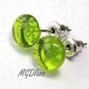 Áttetsző zöld pötty fülbevaló, üvegékszer, Ékszer, Fülbevaló, Ékszerkészítés, Üvegművészet, Áttetsző, zöld, moretti üvegrúdból készült a fülbevaló. Az üveg 8 mm-s. mutatós, vagány fülbevaló. ..., Meska