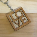 LOVE fa kulcstartó + egyedi gravírozás, Mindenmás, Kulcstartó, Kétrétegű fa kulcstartó, az egyik oldalán vágott LOVE mintával, a másik oldalán tetszőlege..., Meska