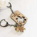 Szerelmespár tömörfa páros kulcstartó gravírozással, Mindenmás, Szerelmeseknek, Kulcstartó, Gravírozott fa páros kulcstartók szerelmespároknak, házaspároknak! A szöveg változtatható.  Az ár eg..., Meska