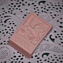 Rózsa illatú gondoskodás szappan formában, Szépségápolás, Szappan, tisztálkodószer, Egészségmegőrzés, Fürdőszobai kellék, Rózsa illatú, könnyed állagú, jól habzó  szappant készítek mangó vajjal, mely lágyító, bársonyosító,..., Meska