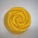 Sárga rózsa szappanok kókusztejesen, Táska, Divat & Szépség, Gyerek & játék, Szépség(ápolás), Krém, szappan, dezodor, Natúrszappan, Növényi alapanyagú szappan, Baba-mama kellék, A sárga rózsa szépségét és a tearózsa kellemes illatát hordozza magában ez a szappan. Azoknak ajánlo..., Meska