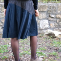 Fekete virágos szoknya, Ruha, divat, cipő, Női ruha, Szoknya, Varrás, Háromféle pamut póló (rugamas) anyagból késült a szoknya. Alja szegetlen. A vonalú szabással, gumis..., Meska