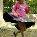 Ezüst gyerek körszoknya, Ruha, divat, cipő, Gyerekruha, Gyerek (4-10 év), Kamasz (10-14 év), Varrás, Ezüst, fekete körszoknya kétféle anyagból. Alja szegetlen. Pörgős bő szabás, gumival a derékrészen. , Meska