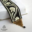 Könyvjelző - fekete arany szegfű mintás díszszalag, réz chainmaille díszítéssel