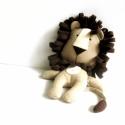 Oroszlán játékfigura Plüss játék Plüss figura, Játék, Plüssállat, rongyjáték, Oroszlán játékfigura. Magassága 30 cm. Fém és műanyag alkatrészeket nem tartalmaz. Szeme, szája, hím..., Meska