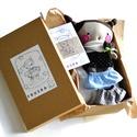 Baba készlet ruhák ágy színező kitűző Rongybaba Játék baba Játékbaba, Játék, Baba, babaház, Játékfigura, Plüssállat, rongyjáték, BUBA Fruska textil baba készletben. A készlet tartalma: - kartondoboz (kb. 31x19x10,5 cm), - baba (m..., Meska