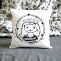 Párna - királylány hercegnő kislány - fekete fehér - FF - gyerekszoba - babaszoba - dekoráció, Otthon, lakberendezés, Baba-mama-gyerek, Gyerekszoba, Lakástextil, Limitált darabszámban, saját grafikával, textilnyomtatással készült királylányos párna. Méret: 34x34..., Meska