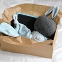 Babaváró csomag - nyúl nyuszi - babasapka - babakendő - baba kendő - nyálkendő - plüss pamut - fiú lány - újszülött, Uniszex babaváró ajándékcsomag A doboz tartalm...