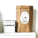 Papír tároló zsák Papírzsák Papírzacskó - Medve madárral, Otthon, lakberendezés, Tárolóeszköz, Kézzel festett, erős, háromrétegű papírból készült tároló zsák. Teljes méret: 45x80x13 cm; a képeken..., Meska