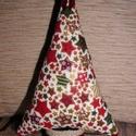 Karácsonyfa klasszikus stílusban, Dekoráció, Ünnepi dekoráció, Karácsonyi, adventi apróságok, Karácsonyi dekoráció, Varrás, A fácska mintás pamutvászonból készül. Törzse lenvászonnal bevont papírguriga. Díszítésképpen szaté..., Meska