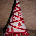Karácsonyfa fa figurákkal, Dekoráció, Ünnepi dekoráció, Karácsonyi, adventi apróságok, Karácsonyi dekoráció, Varrás, A fácska pamutvászonból készült. Törzse lenvászonnal bevont papírguriga. Díszítésképpen szatén szal..., Meska