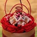 Dísz üvegtálon, Dekoráció, Mini polifoam rózsákkal és mini kálákkal Piros swarovski kristály szalaggal, Meska