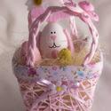 Húsvéti füles kiskosár (rózsaszín), Húsvéti díszek, Rózsaszín füles kosár tojás testű nyuszival, hungarocell tojásokkal, pillangóval. A kosár mérete 8 c..., Meska