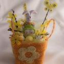Virágos, kocka kosár (narancs), Húsvéti díszek, Kocka alakú narancssárga kiskosár, kerámia nyuszival, hungarocell tojásokkal, pillangóval, Meska