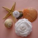 Mupixart részére -fehér rózsa bross gyűrűvel, Ékszer, Ruha, divat, cipő, Gyűrű, Hajbavaló, Mupixart,azaz Ági részére készült!  Fehér szatén szalagból készített rózsa,a szirmok egye..., Meska