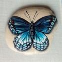 Kék pillangó festett kavics, Képzőművészet, Festmény, Grafika, Illusztráció, Akril festékkel festettem és fényes lakkal lakkoztam le ezt a kedves kavicsot. A pillangó kék s..., Meska