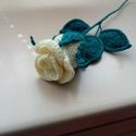 Horgolt álló rózsa, Dekoráció, Otthon, lakberendezés, Szerelmeseknek, Anyák napja, Horgolás, Horgolt rózsa több színben is készítem. Vázába, ajándéknak tökéletes. Súlya  20 gramm. Mérete 25-30..., Meska