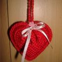 Horgolt szív, Mindenmás, Dekoráció, Kulcstartó, Dísz, Anyák napja, Hungarocell alapra horgolt piros szív, melyet kulcstartóként, táskadíszként, lakásdekorációként, sőt..., Meska