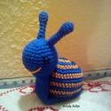 Horgolt csiga, Kék és narancssárga pamut fonalból készült, ...