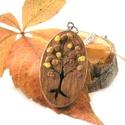 Barna Ősz fa nyaklánc , Ékszer, Nyaklánc, Őszi fa motívummal díszített medál, nemesacél láncra fűzve.   A mintát kézzel fűrészeltük ki, majd a..., Meska