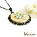 Nefelejcs antik nyaklánc, Ékszer, Nyaklánc, Apró, kék, romantikus hangulatú virágokkal díszített, fából készült medál, antik színű szerelékkel. ..., Meska