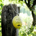 Tavaszi zöld életfa nyaklánc, Ékszer, Nyaklánc, Kellemes, tavaszt idő levélzöld színben készült, életfa motívummal díszítet nyaklánc.   A fa motívum..., Meska